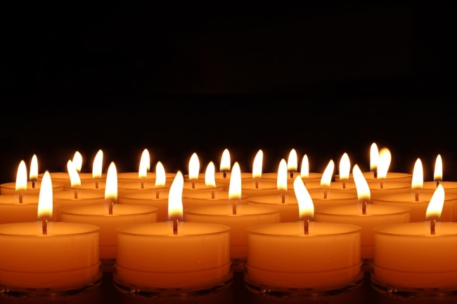candles-492171_960_720-2